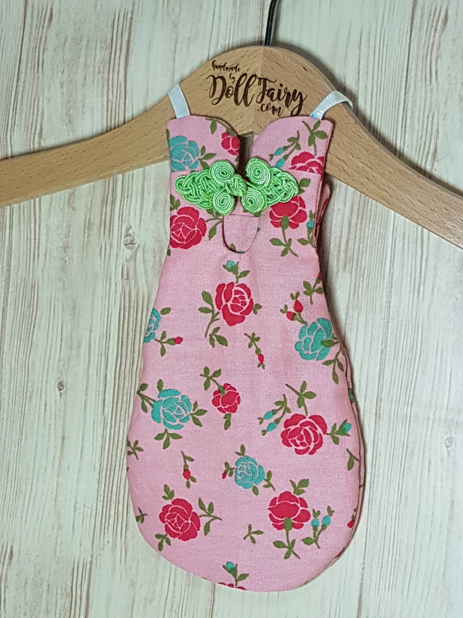 Classic halterneck floral cheongsam flight diaper suit for every parrot at any occasion.