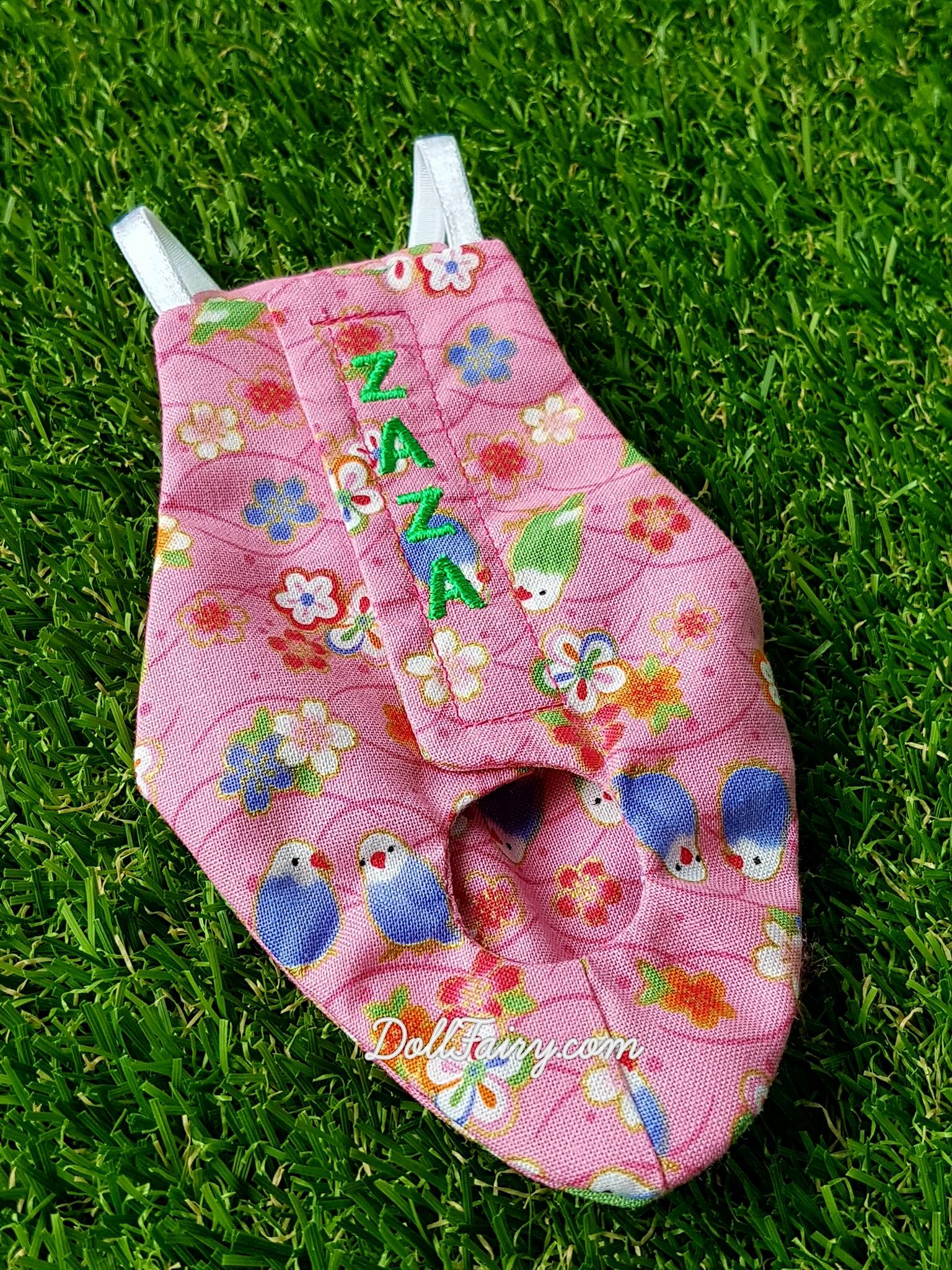 A floral pink flight diaper suit for Zaza, the adorable Caique parrot. Her name is embroidered for a touch of personalisation.